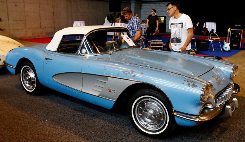Кабриолет Chevrolet Corvette C1 1960 года.