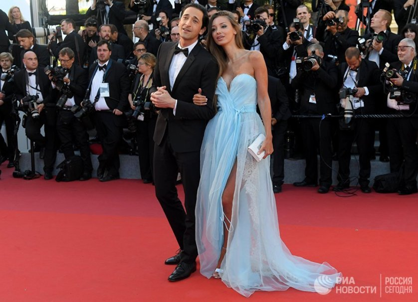 Актер Эдриан Броуди и модель Лара Лието. Настоящее имя подруги артиста - Лариса Тяка, она родилась в Москве, но уже давно живет и работает в Монако.