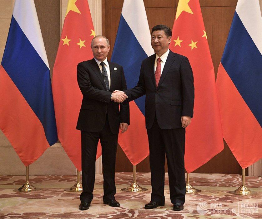 Во время встречи лидеры обсудили актуальные вопросы двусторонних отношений.