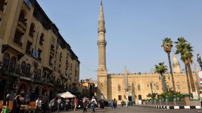 نواب مصريون يرفضون قرار منع مكبرات الصوت بصلاة التراويح