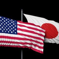 Президент США и премьер-министр Японии договорились продолжить давление на Пхеньян