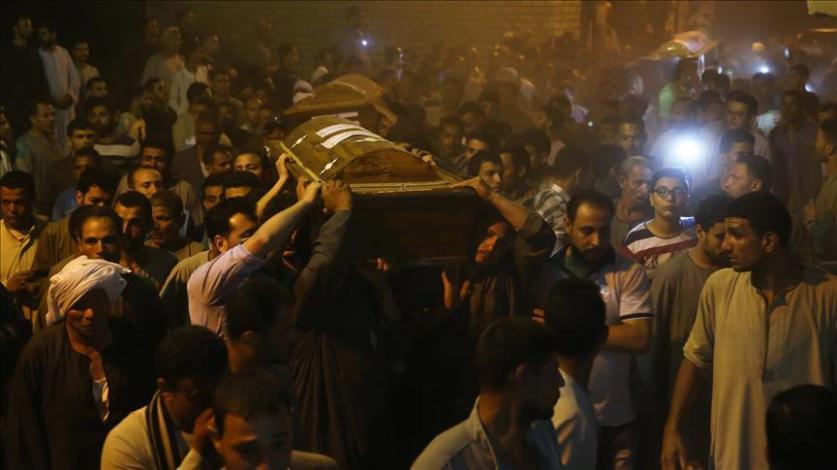 مصر.. 5500 دولار لكل أسرة قتيل في هجوم استهدف أقباطا وسط البلاد