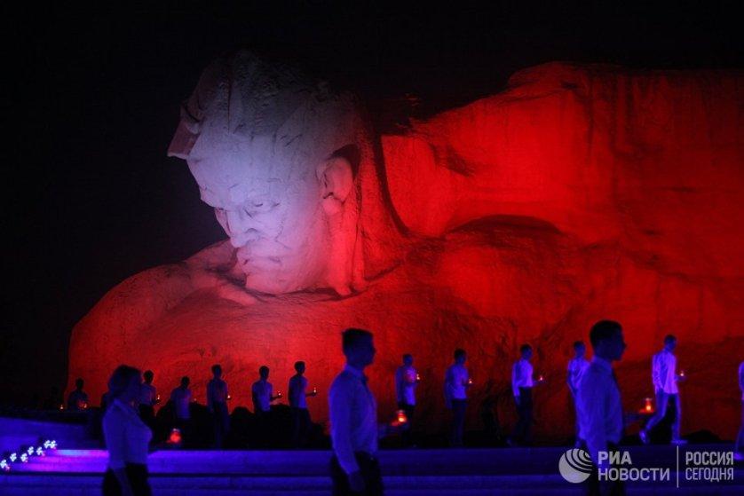 В 5 часов утра в крепости прошла масштабная реконструкция событий первых часов войны, в которой приняли участие более 500 реконструкторов из разных стран мира.