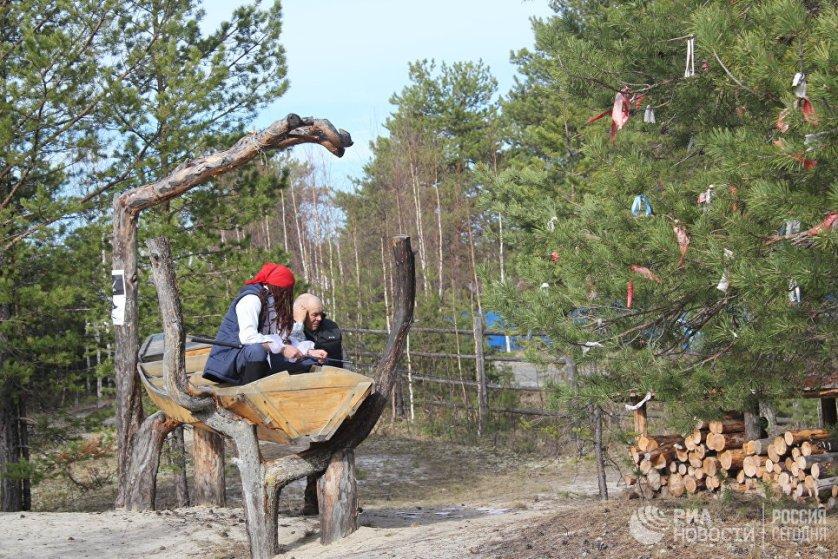 Еще одна достопримечательность Русскинской - Музей природы и человека.  Помимо таксидермической коллекции Александра Ядрошникова, чье имя носит музей, здесь построено стилизованное стойбище коренных народов Севера.