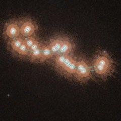 «Хаббл» сфотографировал «медленный танец» двух звезд