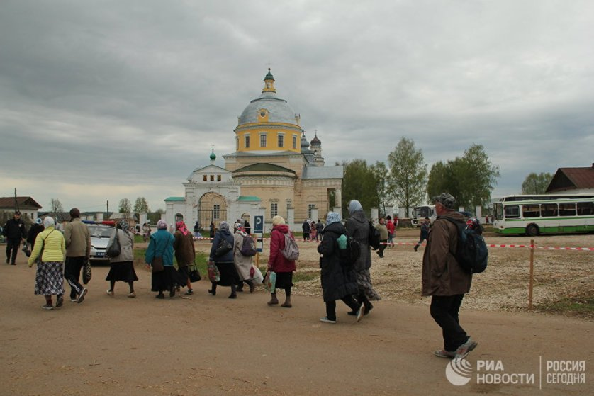 В 1557 году икона вернулась в город Хлынов - современный Киров. А уже с XVII века верующие совершают крестный ход из города до часовни на берегу реки Великой, где был обретен образ.