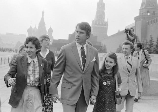 Саманта с родителями Джейн и Артуром на Красной площади в Москве, 1983 год