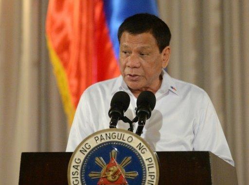 رئيس الفيليبين يؤكد مواصلة حربه الشرسة على المخدرات