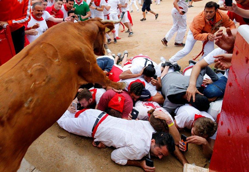 Забег ценою в жизнь: опасные забавы фестиваля Сан-Фермин