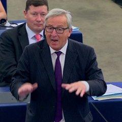 Глава ЕК извинился за слова о смехотворности Европарламента