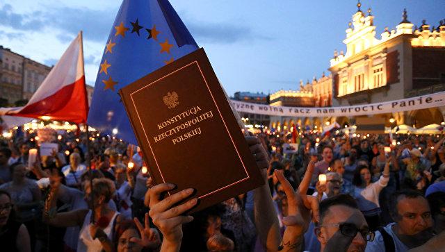 Немецкий министр поддержал шаги Евросоюза по принятию санкций против Польши
