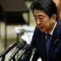 Премьер Японии Синдзо Абэ отреагировал на обвинения в кумовстве