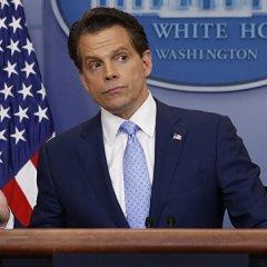 Скарамуччи назвал «параноидальным шизофреником» главу аппарата Белого дома
