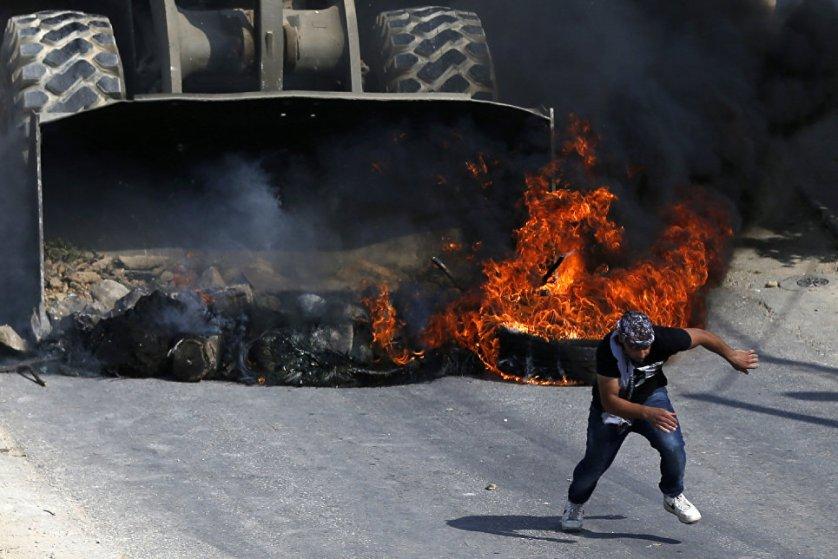 Столкновения палестинцев с израильской армией в деревне Кобар, которая находится к западу от Рамаллы.
