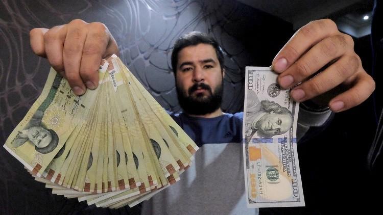 التومان يبتلع الريال في إيران