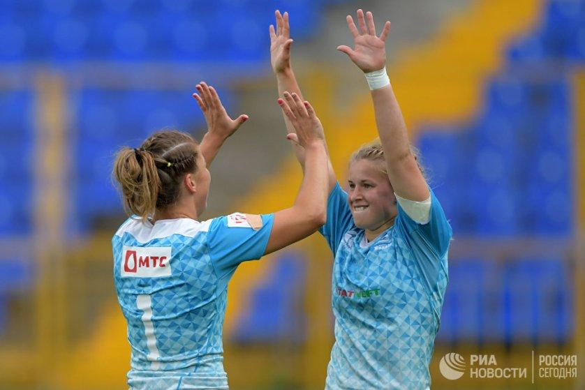 Сборная России в четвертый раз стала победителем чемпионата Европы. На фото: россиянки Дарья Норитцна и Дарья Бобкова.