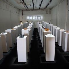 В США посетительница галереи разбила экспонаты на $200 тысяч, делая селфи
