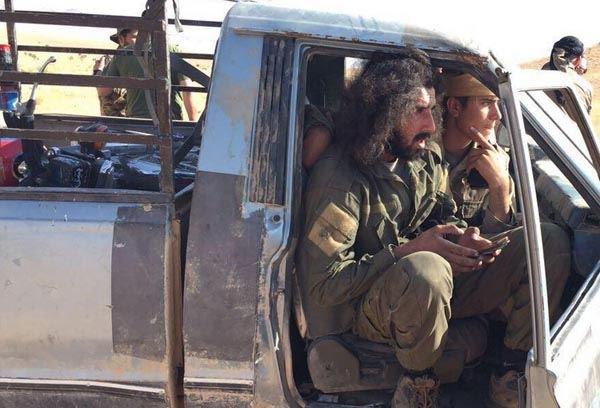 """لبنان : بالصورة – أحد امراء """"داعش"""" المستسلمين…"""