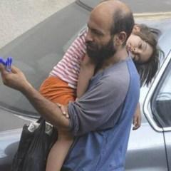 Беженец из Сирии продавал шариковые ручки на улице, но все изменило одно фото