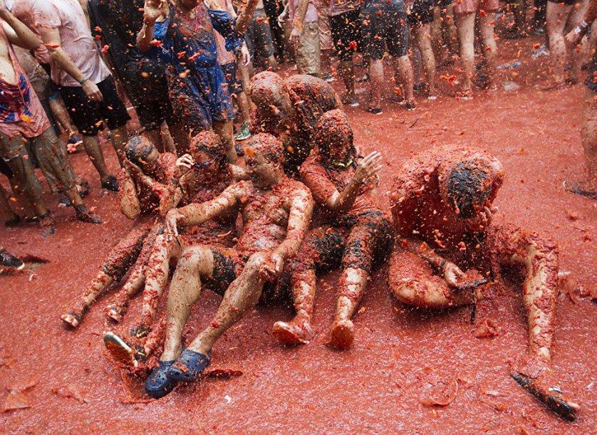 Фестиваль длится неделю, во время которой организуются парад, ярмарка, музыкальные представления и конечно же танцы.