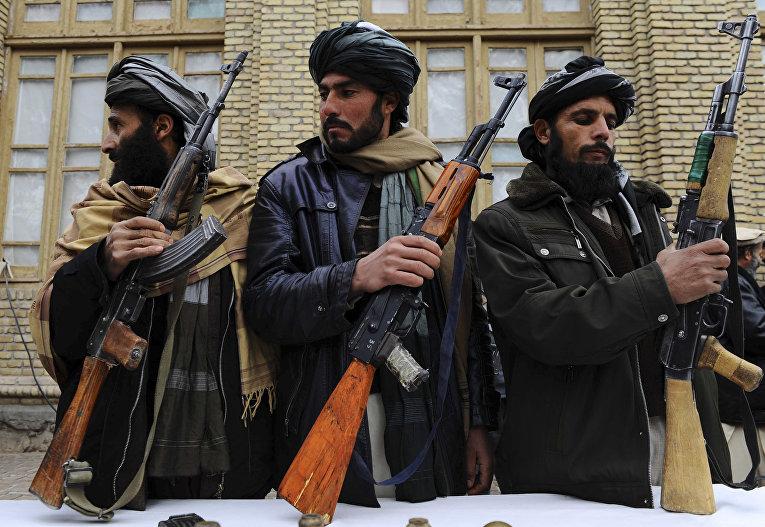 Бывшие боевики «Талибана» в Герате, Афганистан.