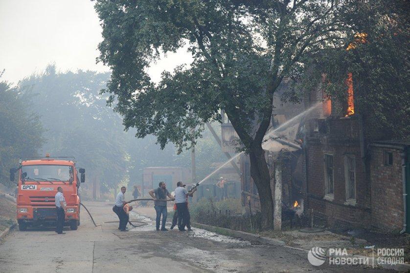 Площадь пожара в Ростове-на-Дону спустя два часа достигла семи тысяч квадратных метров, в городе был введен режим ЧС.