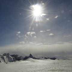 Guardian: подо льдами Антарктиды ученые обнаружили более 90 вулканов