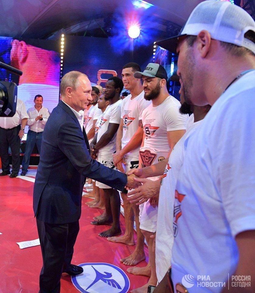 Всего же на соревнованиях прошли десять поединков между лучшими представителями российского и зарубежного профессионального боевого самбо.