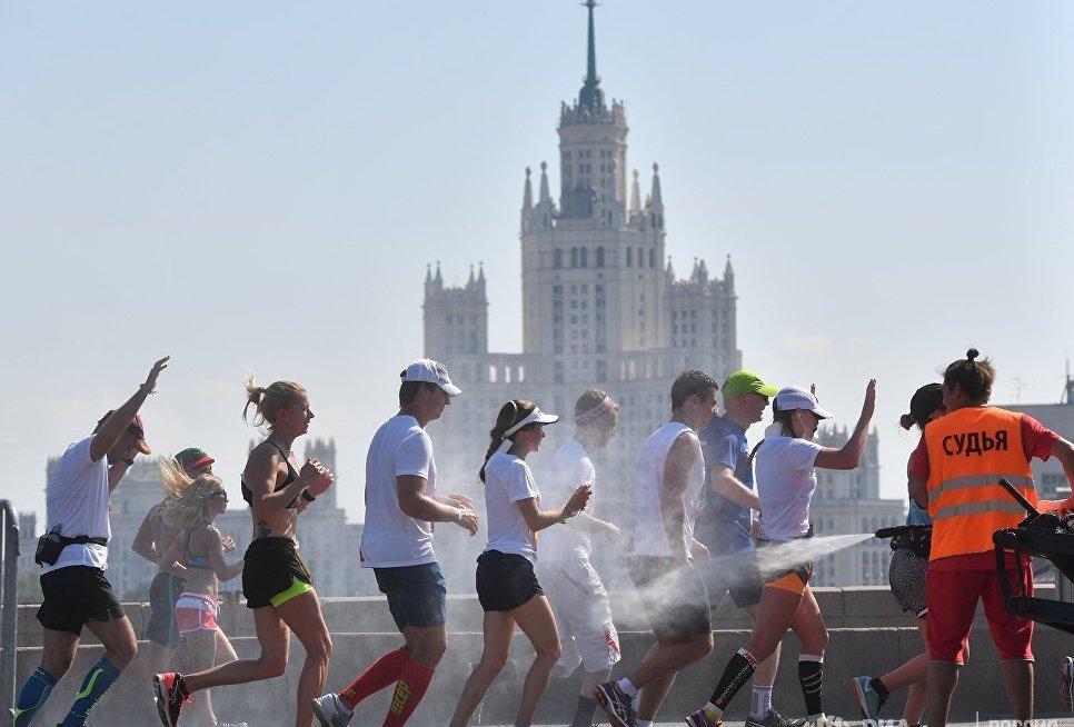 В забеге среди женщин победу одержала Юлия Конякина, преодолевшая дистанцию за 1 час 18 минут. Второй стала Наталья Попкова (1:19.26), третьей - Алла Сидорова (1:20.35).