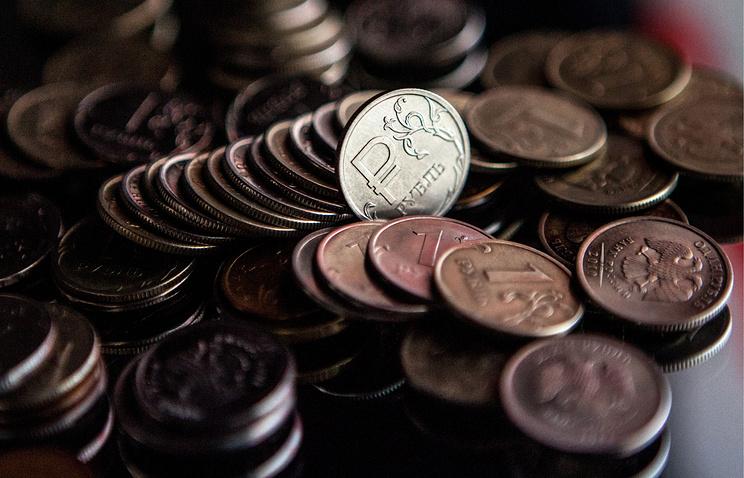 Эксперты: рубль стал минимально реагировать на нефть