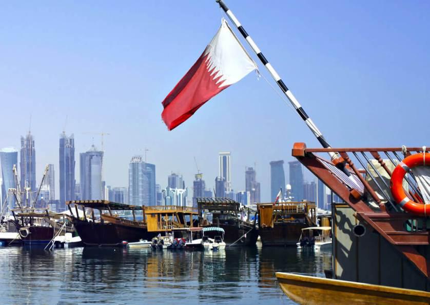 أخرها الاستسلام للريال القطري.. الحصار الخليجي يتقلص ويكتفي بمهاجمة تميم إعلاميا