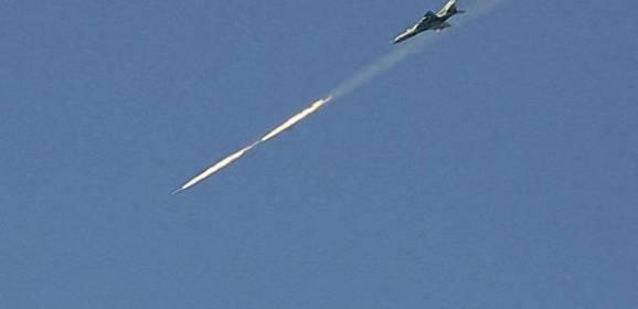 """الطيران السوري يستهدف مواقع لـ""""داعش"""" عند الحدود اللبنانية السورية"""