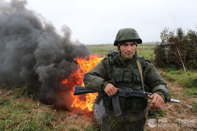 """В российско-белорусских учения """"Запад-2017"""" задействованы больше 12 тысяч военных, сотни единиц наземной техники и десятки - авиации."""