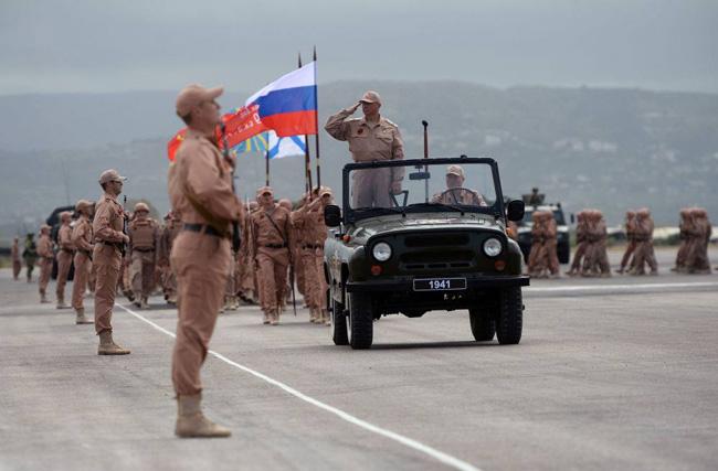 مصادر غربية: قاعدة عسكرية روسية في دير الزور وأميركا لن تستطيع منع عبور الجيش السوري الفرات