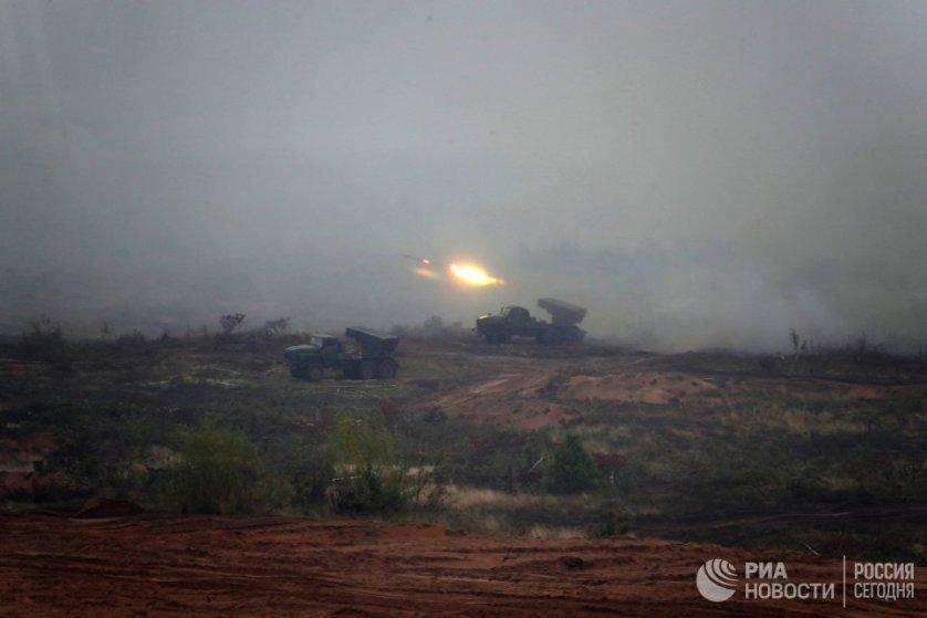 На полигоне Борисовский в Болоруссии танкисты Западного военного округа остановили продвижение бронетехники условного противника залповым огнем из танковой засады.