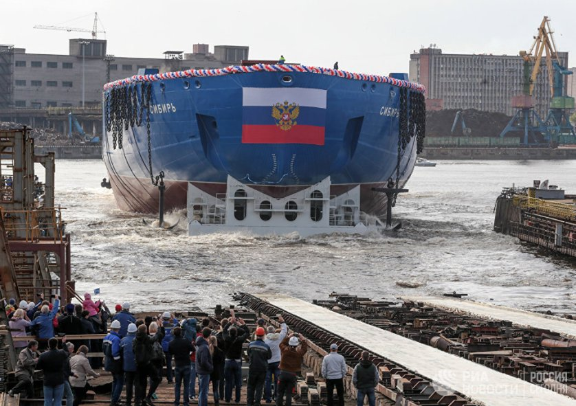 Атомоход стал первым серийным изделием проекта 22220. Длина судна составляет 173,3 метра, ширина — 34 метра, водоизмещение — 33,5 тысячи тонн.