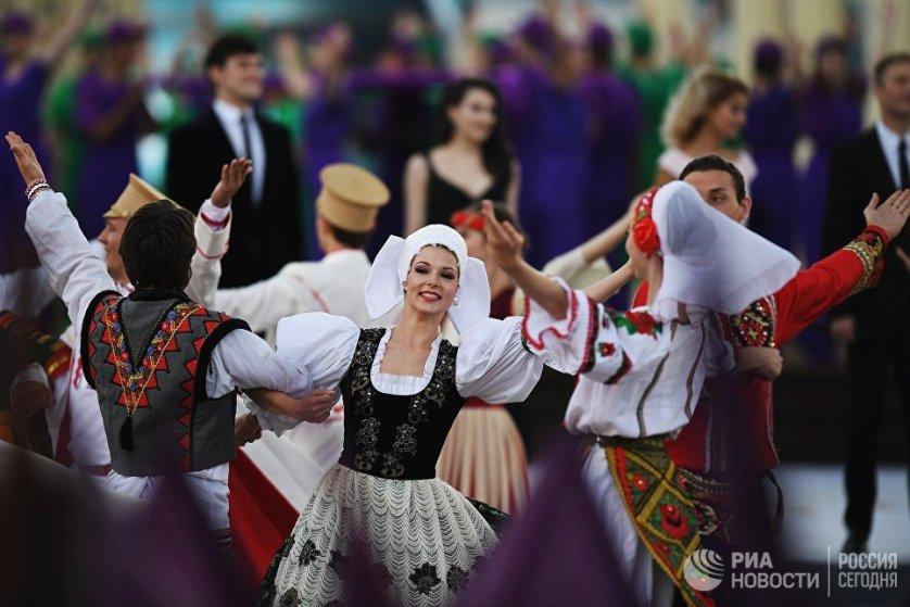 Церемония открытия Дня города на Красной площади в Москве.