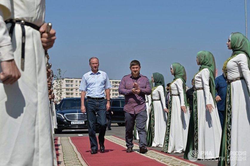Секретарь Совета безопасности России Николай Патрушев и глава Чеченской Республики Рамзан Кадыров на церемонии открытия Волейбольного дворца в Грозном.