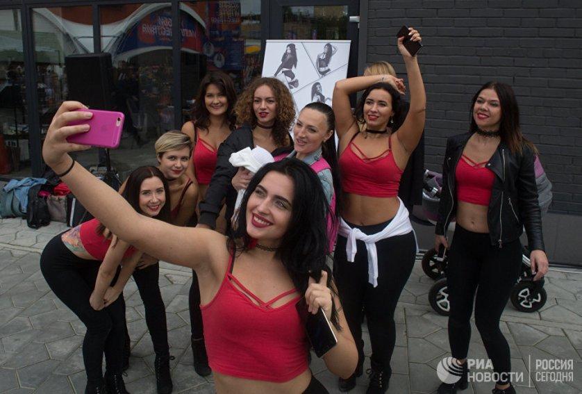 """Участники Национального фестиваля видеоблогеров """"Видфест"""" в Москве."""