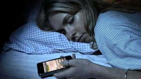 لا تستعمل الهاتف الذكي ليلاً..!