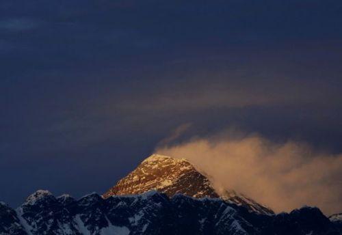 بعثة نيبالية لحسم الجدل في شأن ارتفاع قمة إيفرست