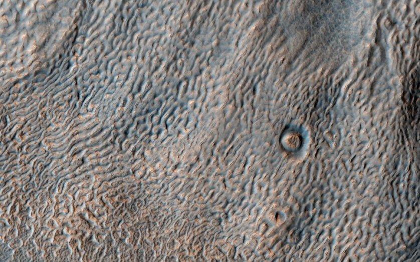 Увеличенный цветной снимок Марса, сделанный Марсианским разведывательным спутником (МРС).