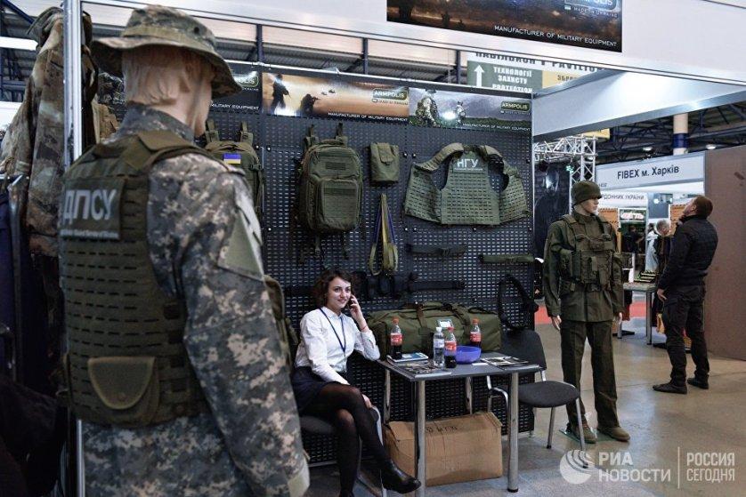 На выставке представлены техника и вооружение сухопутных войск и полиции, экипировка солдат и правоохранительных органов, а также средства обеспечения пограничного контроля.
