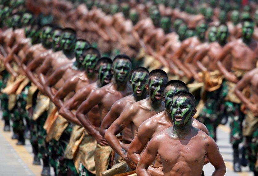 Празднование 72-й годовщины вооруженных сил Индонезии в Силегоне.