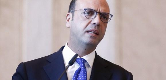 Глава МИД Италии считает необходимым учитывать интересы русскоязычных граждан Украины