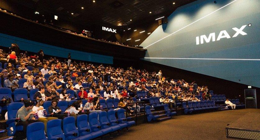 بعد يوم من انطلاق السينما في السعودية… تشغيل 600 شاشة عرض
