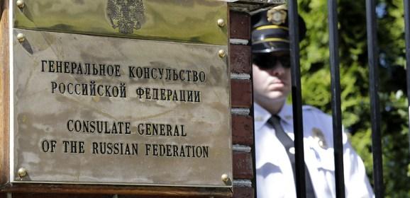 Посольство РФ: власти США сняли российский флаг с резиденции генконсула в Сиэтле