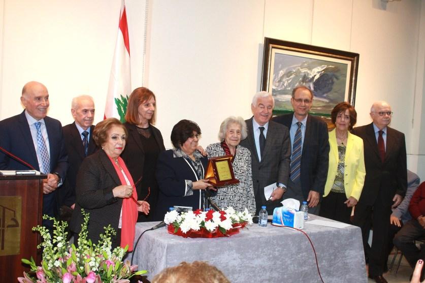 «دار الندوة» تكرم إحدى أبرز مناضلات الحركة النسائية اللبنانية السيدة عزة الحر مروة