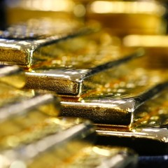 Currency war can end global US dollar dominance & those who own gold have power