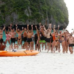 تايلاند تغلق شاطئا شهيرا لأجل غير مسمى حتى يتعافى نظامه البيئي